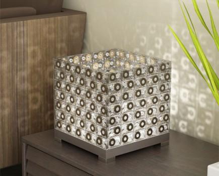 Creaciones con objetos reciclados Lampara-casettes2