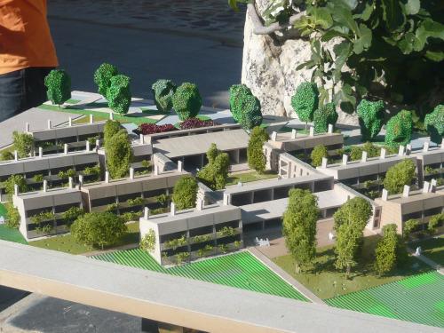 Otro tipo de residencias para personas mayores es posible for Escaleras piscina para personas mayores