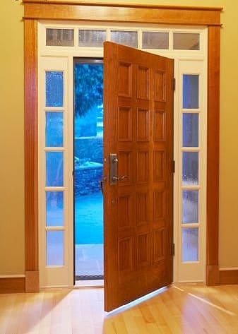 Para que no entre el fr o por la puerta los viernes de for Puertas para vivienda